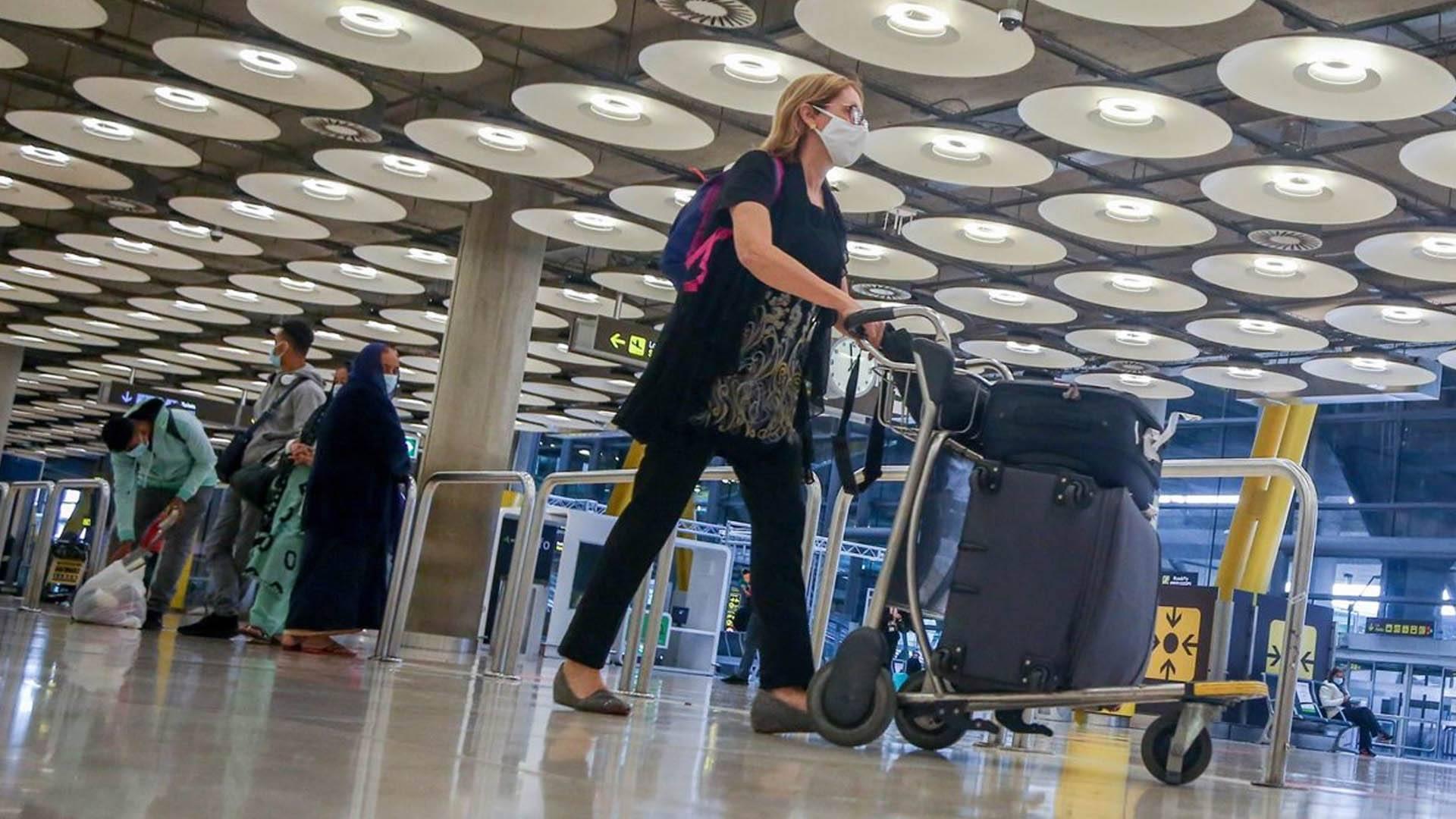 Un tercio de los españoles que trabajan en el extranjero son reacios a trasladarse a otro país por miedo al COVID